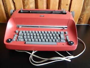 Vintage Kugelkopfschreibmaschine IBM 7XXD mit Defekt