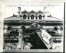 1959 Press Photo Miss Burma, official GOP mascot paid a visit to State Capitol.
