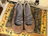 Privo by Clarks Women 7 M Mary Jane Slip On Shoes Brown Suede . EUC