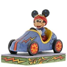DISNEY TRADITIONS Mickey takes the Lead NEU/OVP Rennwagen Seifenkiste Figur