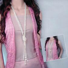 Femme collier de perles blache avec longue chaîne Élégant soirée mariage