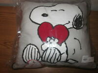 Pottery Barn Kids Peanuts Snoopy Valentines Day Heart Pillow - New In Pkg w/Tags