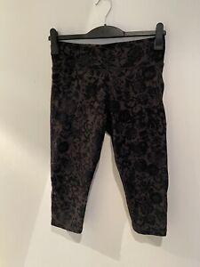 USA PRO Gym Cropped Leggings Black / Grey Floral UK12