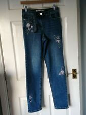 Ladies Embroidered Straight Leg Jeans Size 8 BNWT Luxurious