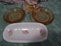 lot=vintage  décor ,salle d eau 2soucoupes roses +porte savon roses anciennes
