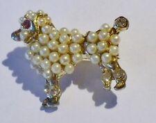broche bijou rétro couleur or caniche relief perles blanches cristal  3503
