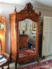 Antiker Spiegelschrank, dazu gehöriges Bett und Nachtschränke, Rokoko Zeit.