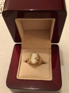 9ct Gold Vintage 1960s Cameo Ring, Size J.