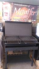 Barbecue artigianale in ferro battuto con griglia regolabile carbone legna
