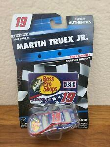 2019 Wave 12 Martin Truex Jr Bass Pro Shops Patriotic DNP 1/64 NASCAR Authentics