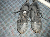 Nike Youth Mens Shoes Sneakers Size 7.5 Black Cleats Athletic