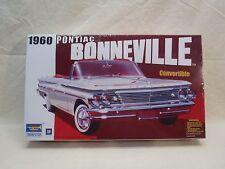 Trumpeter #02501, 1960 Pontiac Bonneville Convertible 1/25 model Kit Sealed box