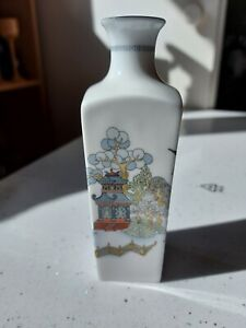 "Beautiful Wedgwood Bone China 'Chinese Legend' 14cm/5.5"" Bud Vase / Snuff Jar"