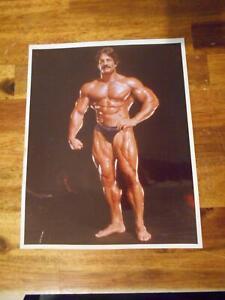Bodybuilder MIKE MENTZER bodybuilding muscle AUTOGRAPHED Original photo