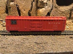 N Scale MRC Roundhouse 50' plug door boxcar CB&Q BURLINGTON mtl cplrs