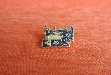 18695 PINS PIN'S MACHINE A COUDRE PEUGEOT SEWING COUTURE