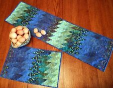 BARGELLO BREEZE TABLE RUNNER SEWING PATTERN, From Cut Loose Press Patterns NEW