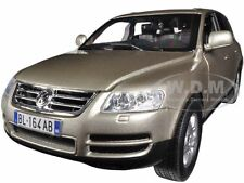 VOLKSWAGEN TOUAREG BEIGE 1/18 DIECAST MODEL CAR BY BBURAGO 12002