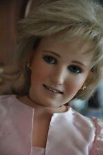 United Porcelaine Baby-doll Allongé Sur Oreiller Plays Musique Robe Rose Ds237 Poupées Mannequins, Mini Jouets Et Jeux