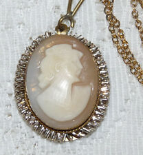 Pretty Vintage Dual Tone Carved Shell Lady Cameo Pendant/Necklace  T71*