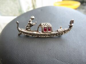 Stunning vintage Art Deco style brooch  in style of gondola marcasite detail