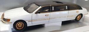 Sun Star Models 1/18 Scale 1269 - 2000 Lincoln Limousine New Millennium Edition