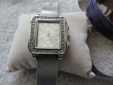 Pretty Ladies Quartz Watch with Four Additional Bands