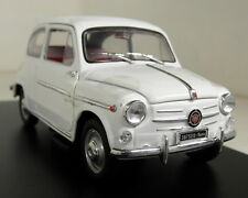 Atlas 1/24 Scale Fiat 600D 1960 White + Display Case Diecast model car