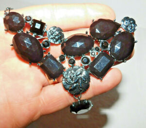 BEAUTFUL AVON NECKLACE AND EARRING SET WITH BLACK FAUX STONE