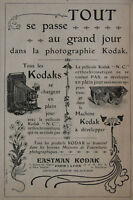 PUBLICITÉ DE PRESSE 1904 APPAREIL EASTMAN KODAK PELLICULE CHARGE EN PLEIN JOUR