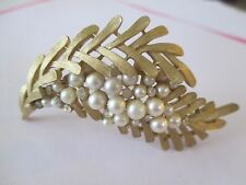 Vintage Crown Trifari Goldtone & Faux Pearl Brooch-254