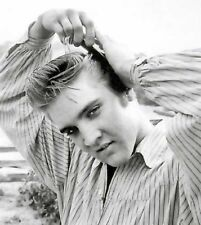 ELVIS PRESLEY PHOTO combing hair photograph PICTURE