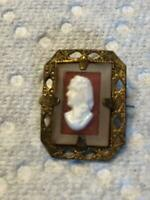 """ANTIQUE ORNATE RAISED CAMEO ON A SQUARE OPEN GOLD WORK FRAME OLD STYLE """"C"""" CLASP"""