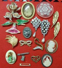 Lot broches vintage plaqué or, strass, doré, perles RefV686