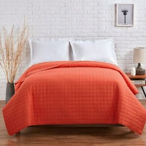 VCNY Home Jackson Embossed Circle Quilt - KING - Red