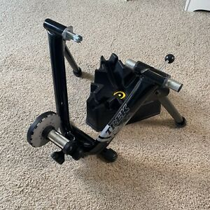 Trek Magneto Cycleops Indoor Bike Trainer Mag Magnetic Cycling with Stand