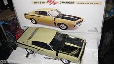 CLASSIC CHRYSLER CHARGER R/T E38 BLONDE OLIVE 1971 HEMI BIG TANK 1/18 18369