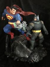 The Dark Knight Returns: Batman vs Superman Statue
