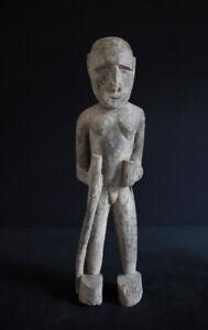 Skulptur mit Wanderstab Unbekannter Herkunft