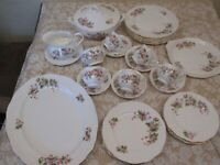 SUPERB SELECTION OF PRETTY PINK FLORAL VINTAGE RICHMOND CHINA DINNER/TEAWARE