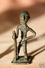 SUJET AFRICAIN ANCIEN EN METAL - VIEILLARD A LA CANNE