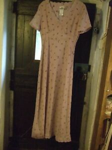 Beautiful mauve Laura Ashley full length dress with floral detail size 12 in VGC