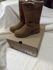 Ugg Woman's Amie Winter Boot Size 6 Chestnut