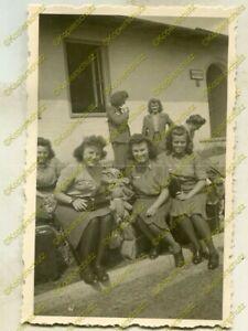 Foto, Blitzmädel, Gertraut Bretschneider Panzerattrappe Zgierz, 1944, (G), b