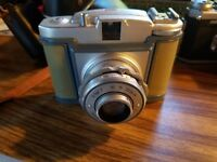 Very Rare Vintage Bilora Bella 66 camera w/case. Uses 120 film. Made in Ger