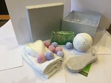 Ladies luxury Hawaiian soap & jumbo bath bomb giftset, box tied with lush ribbon