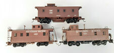 ROUNDHOUSE? S.P. CABOOSES X 3 FAIR TO GOOD CONDITION UNBOXED HO GAUGE(SB)