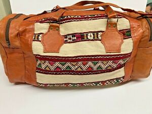 Hand-Woven, Hand-Embroidered, Moroccan Shoulder Bag Red Wool flat-Weave Kilim