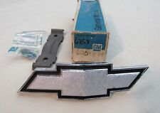 * NOS 1973 Chevy Chevelle El Camino Front Grille Bow Tie Emblem GM 6258024