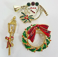 3 Vintage Christmas Pins Brooches Enamel Wreath Lamp Post French Horn